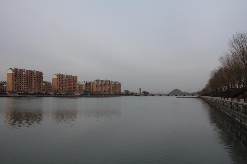 下午来到丹东凤城的时候,天色已暗,随拍几张凤城城市风景.
