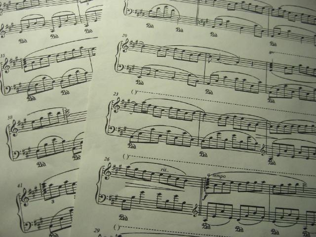 小苹果五线谱-瓦妮莎的微笑 算是钢琴几级练习曲
