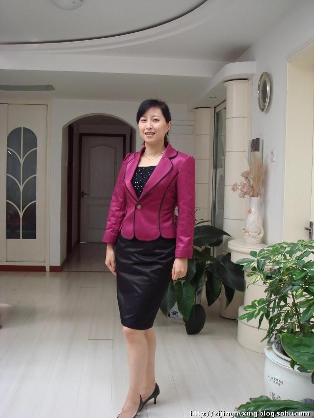 第175篇:试衣服的美女们 紫荆女性博客