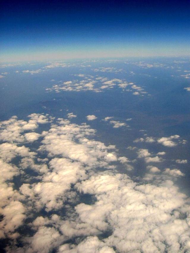 实际上飞机从华南已慢慢到了华中地区的上空.相机自身原因,噪点很大.