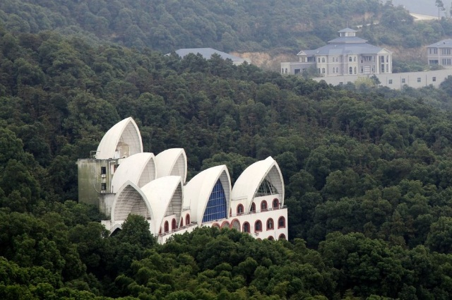Chinese village builds own Great Wall, Sydney Opera House