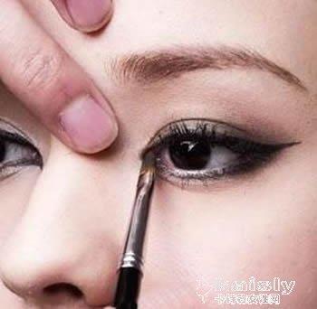 教初学者如何画眼线 怎么画眼线