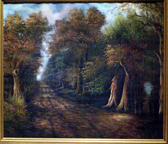 黄色的树林里分出两条路, 可惜我不能同时去涉足, 我在那路口久久伫立, 我向着一条路极目望去, 直到它消失在丛林深处。 但我却选了另外一条路, 它荒草萋萋,十分幽寂, 显得更诱人、更美丽, 虽然那天清晨落叶满地, 两条路都未经脚印污染。 呵,留下一条路等改日再见! 但我知道路径延绵无尽头, 恐怕我难以再回返。 也许多少年后在某个地方, 我将轻声叹息把往事回顾, 一片树木里分出两条路, 我选了人迹更少的一条, 从此人生全然两样。