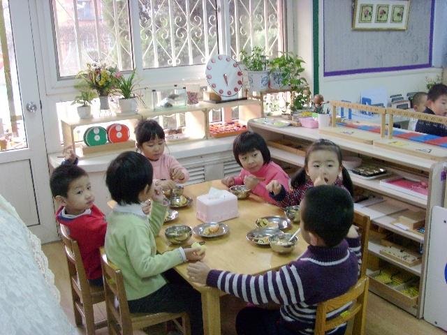 幼儿园小朋友简笔画 刷牙